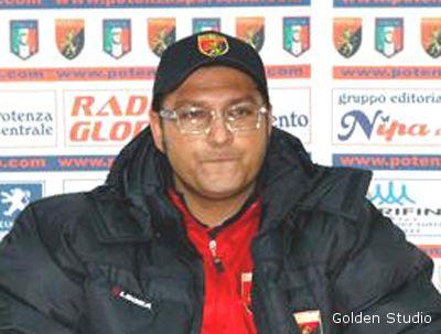 L'allenatore del Potenza Marco Tosi (Foto tratta dal sito www.calciopotenza.com)