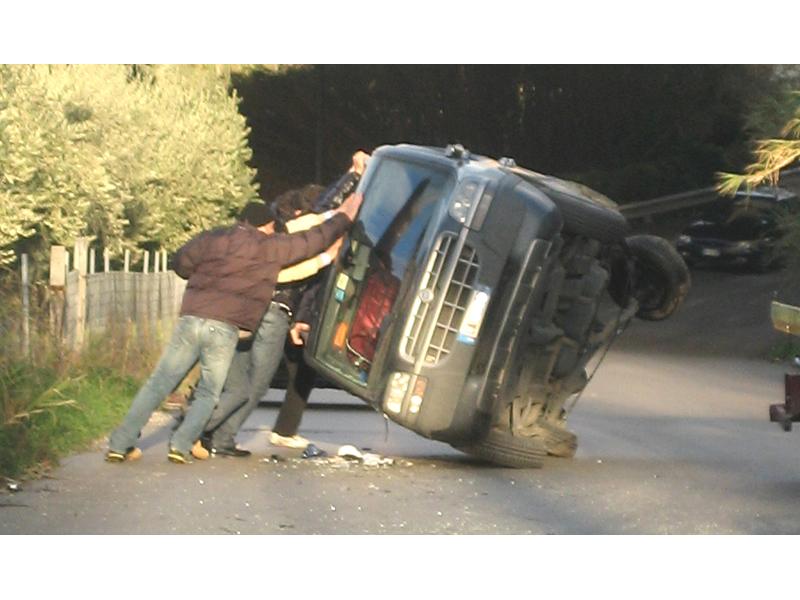 Valle del Forno, spettacolare incidente senza gravi conseguenze
