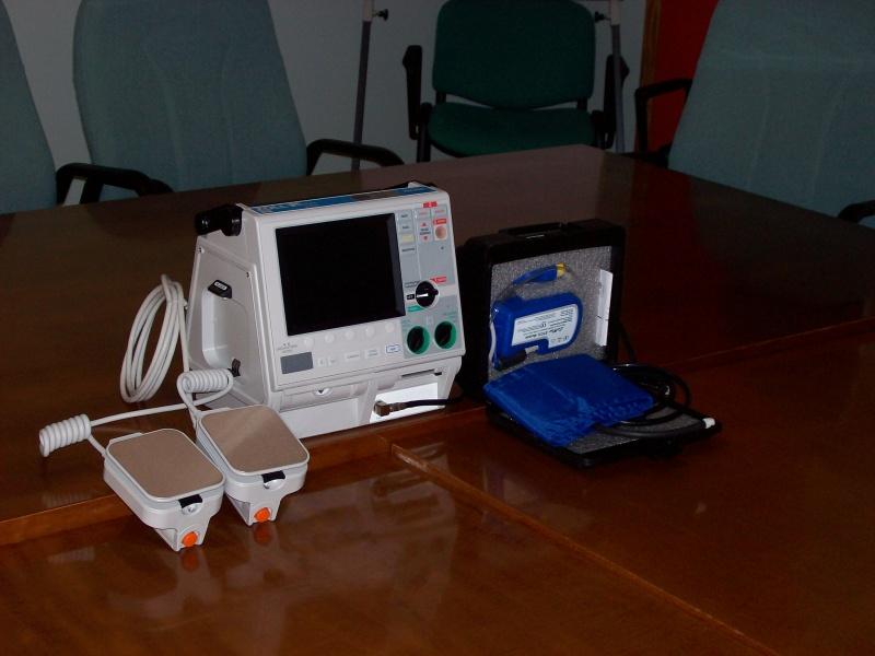 Uno dei due defibrillatori donati.