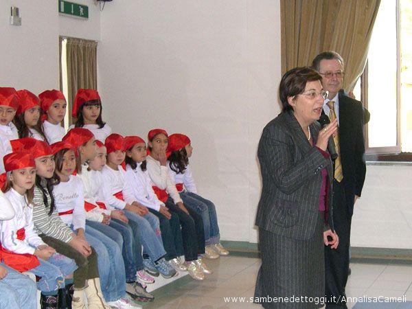 L'Assessore provinciale Olimpia Gobbi ed il Dirigente scolastico Franco Vagnarelli