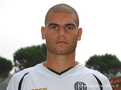 Il centrocampista del Cesena Adriano Mezavilla