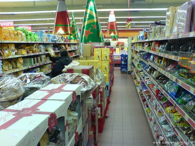 2/ Un supermercato di San Benedetto del Tronto durante lo sciopero degli autotrasportatori