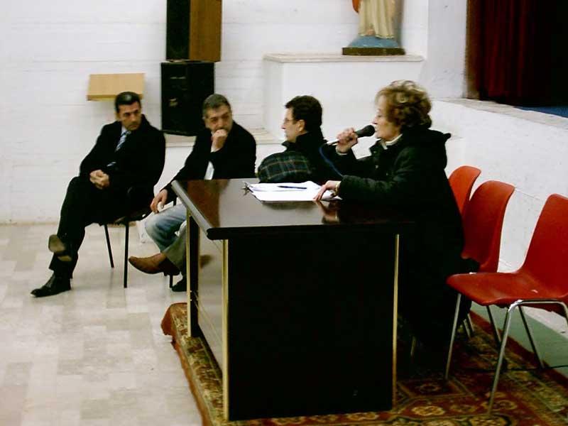 Floriana Baccolini mentre parla durante l'assemblea