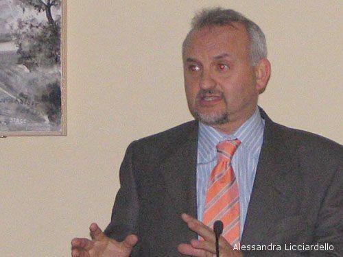 Il Professor Alfio Turco, intervenuto circa l'elettromagnetismo all'ultimo incontro de La formica