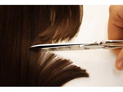 Attraverso l'analisi del capello si può stabilire se una persona fa uso di droghe