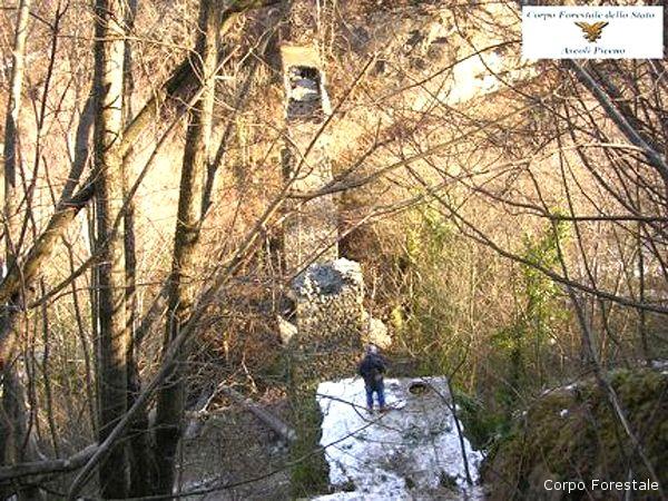Il ponte crollato a Tallacano di Acquasanta