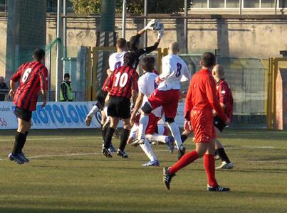 Un momento della sfida tra Lucchese e Samb (foto tifolucchese.com)