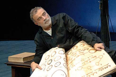 Franco Branciaroli in Vita di Galileo