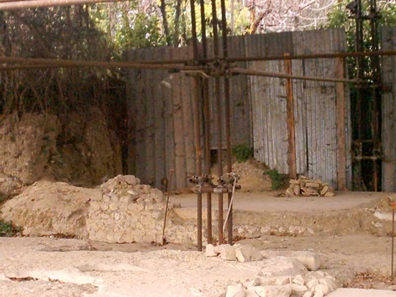 Il cantiere degli scavi archeologici abbandonato a Giulianova