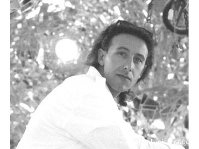 L'artista marchigiano Massimiliano Orlandoni