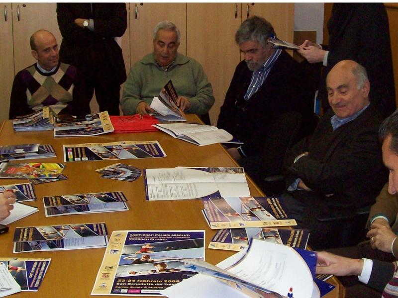 Un momento della presentazione dell'evento. Da sinistra: Eldo Fanini, Francesco Silvestri del Centro Marcia Solestà, Giuseppe Scorzoso e Aldo Sabatucci.