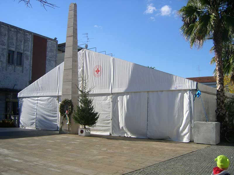 Il teatro-tenda in Piaza Cavour