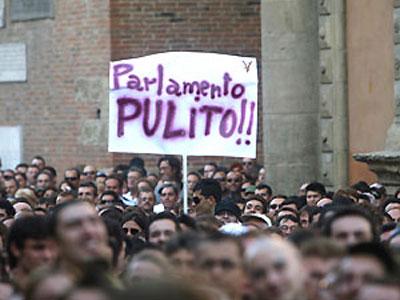 Simpatizzanti di Beppe Grillo ad una manifestazione
