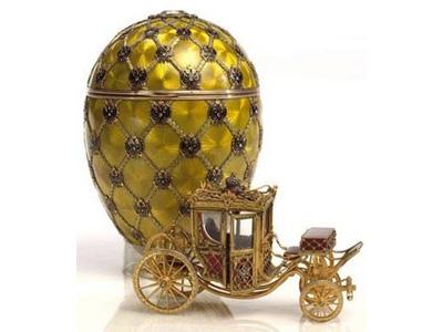 Uno degli uovi con sorpresa creati dall'orafo Fabergè nel XIX secolo