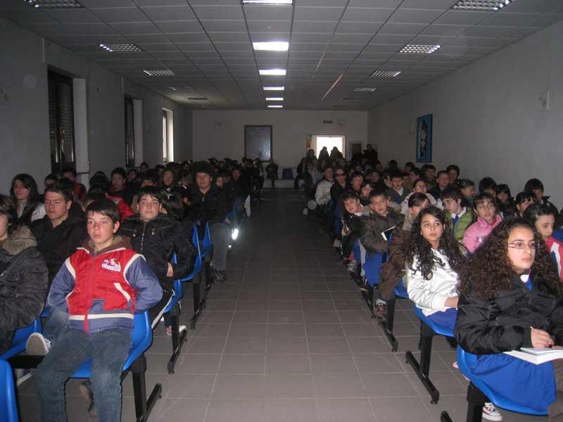 Gli alunni delle scuole medie di Martinsicuro e Villa Rosa