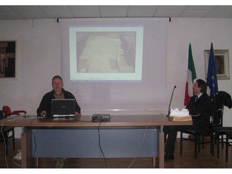 Andrea Staffa illustra gli scavi di Truentum
