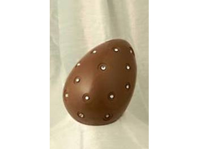 L'uovo incastonato di diamanti commissionato in una pasticceria di Bari