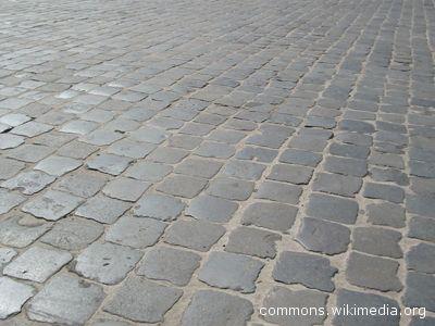 Il nuovo marciapiede in via Ugo Bassi verrà realizzato utilizzando