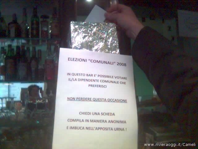 L'urna per la votazione del dipendete comunale