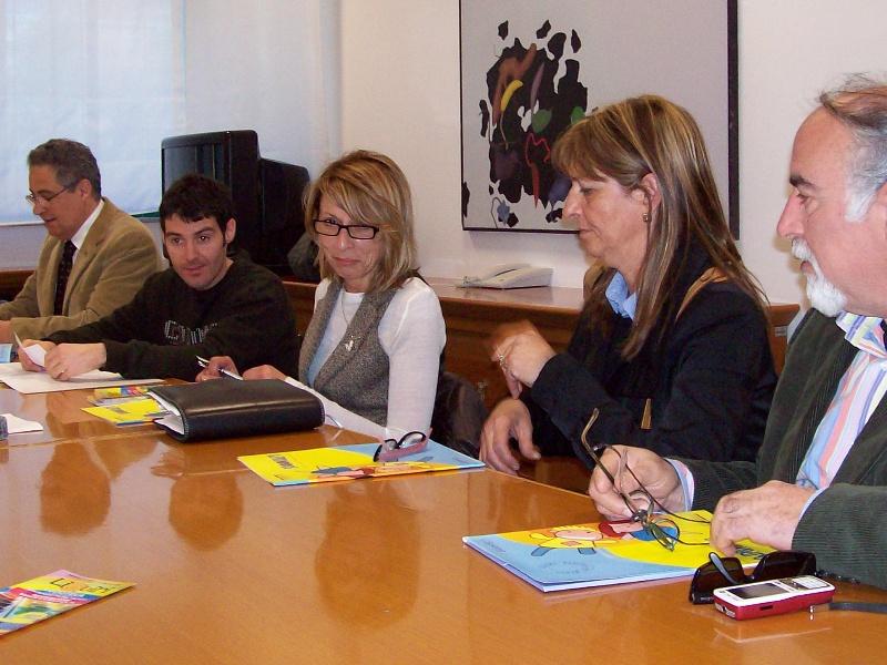 Loredana Emili (al centro) insieme ai rappresentanti della Cooperativa Systema e del Club Lion's Truentum.