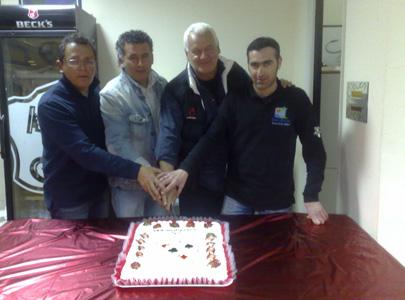 Il taglio della torta per i vincitori del torneo di Sanremo