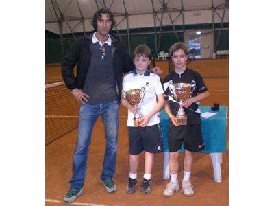 Alcuni giovani tennisti premiati al termine dei Campionati Regionali Indoor riservati alle categorie Under 10 e U12