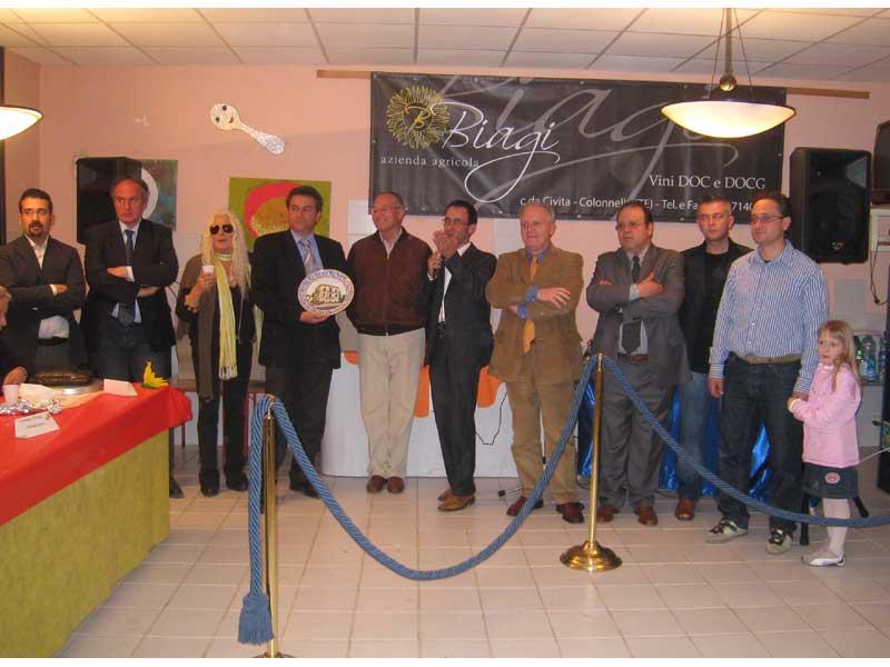 I rappresentanti del consiglio comunale di martinsicuro insieme ad alcuni esponenti della Pro Loco