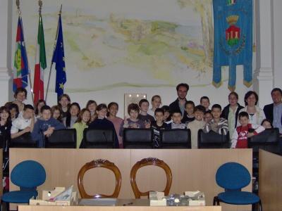 I bambini di Massy nella sala consiliare di Cupra