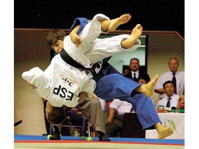 Atleti in un incontro di judo