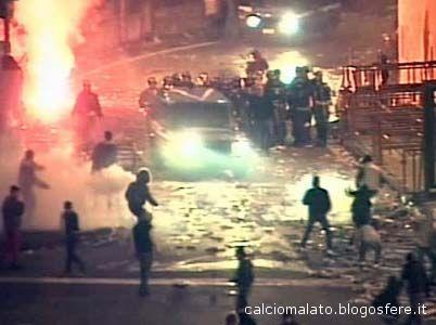 Gli scontri allo stadio Massimino di Catania nel febbraio 2007