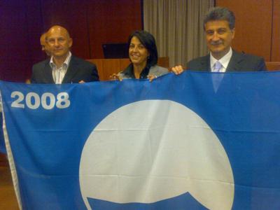 Da sinistra: l'assessore all'Ambiente Giuseppe Marconi,  Carla Creo (assistente nazionale Fee) e il sindaco Luigi Merli