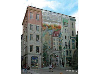 Un intero palazzo con pitture artistiche
