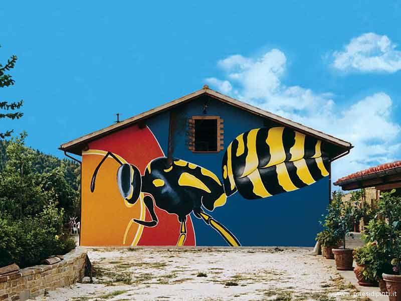 Una pittura artistica in una casa di Braccano di Matelica (Mc)