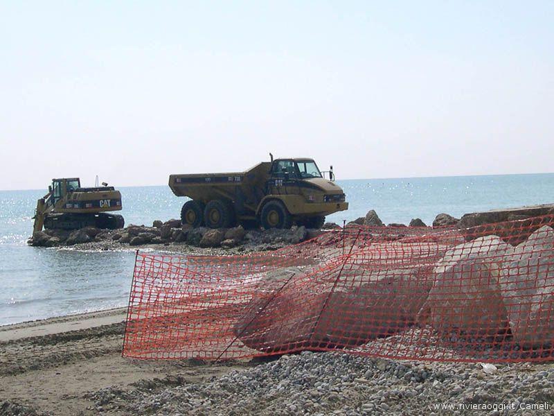 Si lavora ancora per migliorare le scogliere in zona Tesino