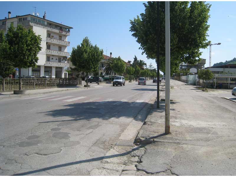 Nel tratto di strada che attraversa il centro di San Giovanni le auto spesso sfrecciano ad alta velocità