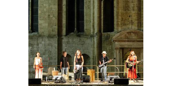 La Band Bandamarsìa durante un concerto