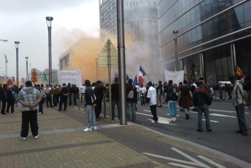 Una immagine della protesta dei pescatori europei a Bruxelles scattata dalla delegazione sambenedettese