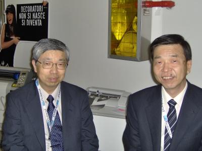 Da destra: Masahiro Tomioka e Shuji Hotta, rispettivamente il presidente e il general manager della Roland Dg Corporation