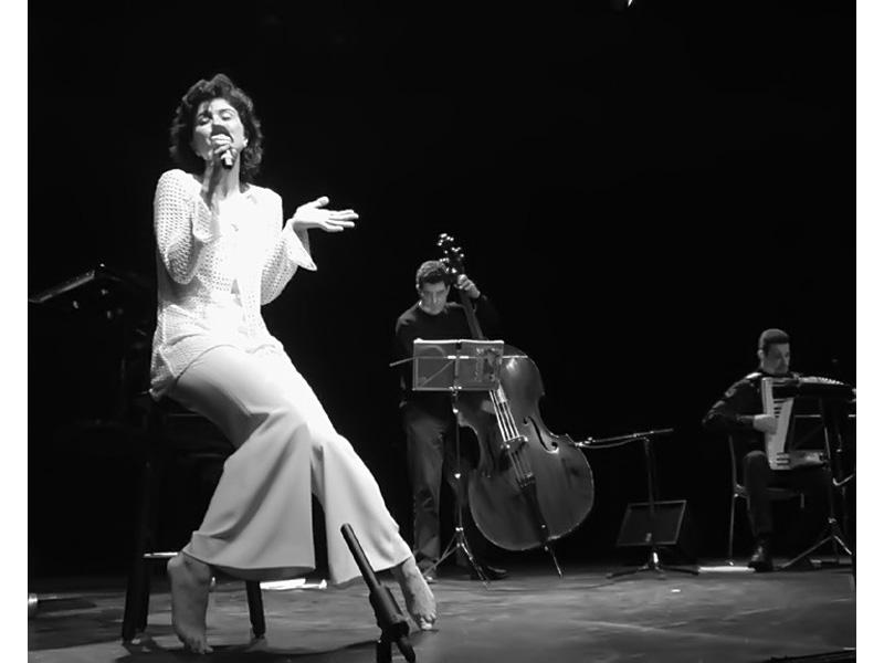 Raffaella Benetti durante un concerto