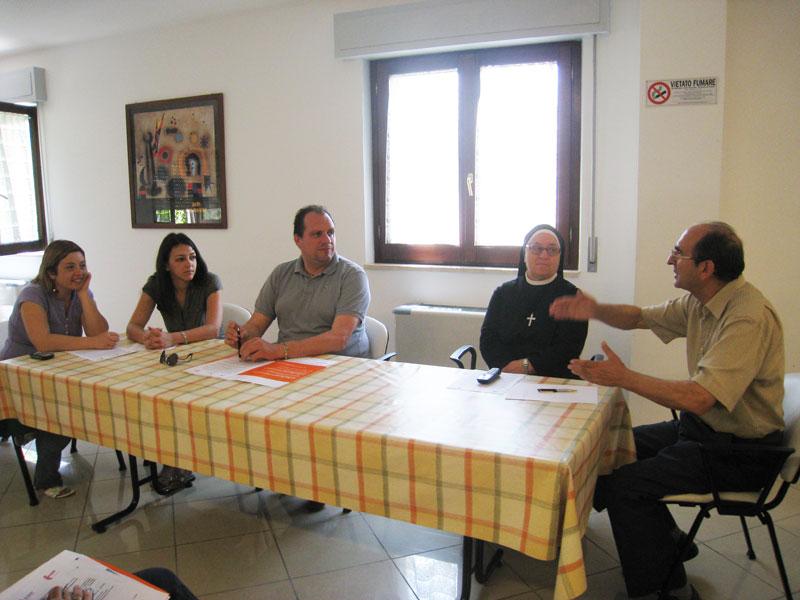 Sabina Morganti, Alexandra Esposito, Fabrizio Rossetti, Suor Carità e Don Pio illustrano i primi risultati del progetto