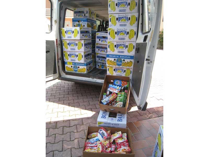 Alcuni dei prodotti donati settimanalmente dall'Iper alla Casa di Accoglienza Papa Giovanni XXIII