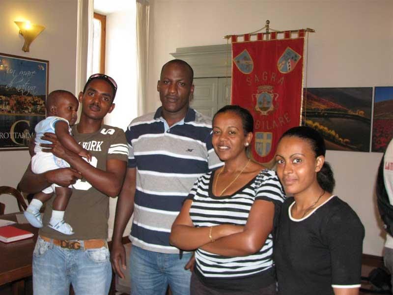 Alcuni partecipanti alla Giornata Mondiale del Rifugiato che si è tenuta a Grottammare