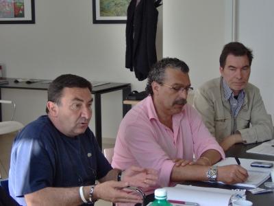 Da sinistra, Giancarlo Collina, Antonio Angelini e Giuseppe Pacetti, rispettivamente segretari di Cgl, Cisl e Uil