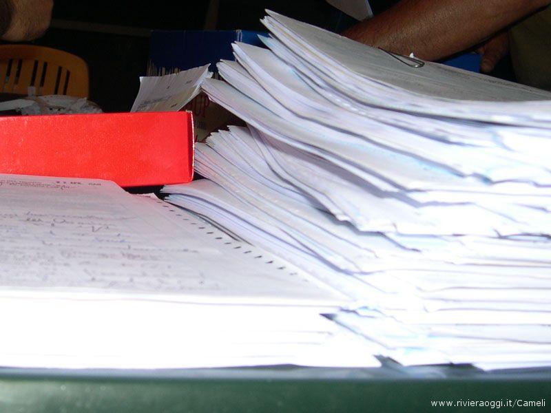 Alcuni dei moduli con le firme raccolte e certificate dai Comuni