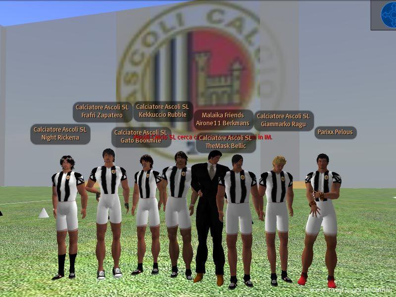 La squadra dell'Ascoli Calcio durante l'allenamento di ieri sera, al centro il Presidente Airone11 Berkmans