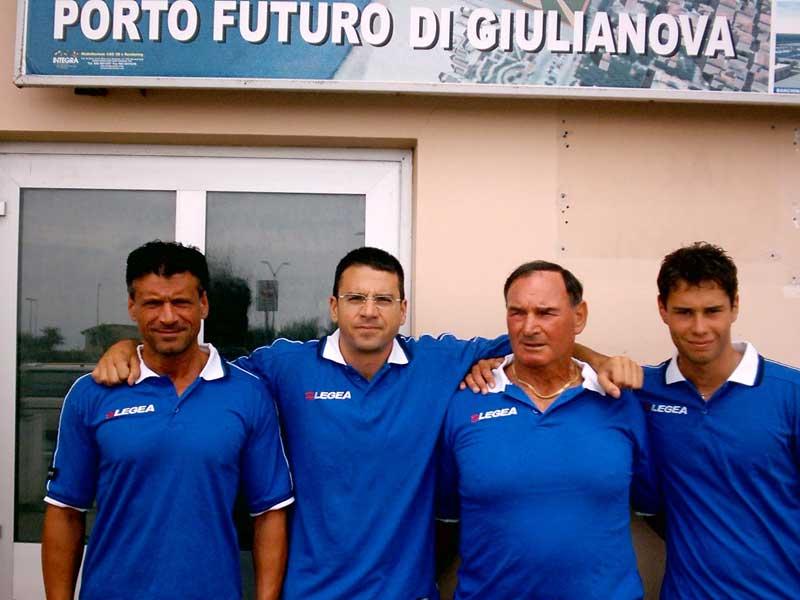 Maurizio Foschi, Francesco Di Giandomenico, Fioravante Palestini, e Gianluca Crescenzi attraverseranno il 18 luglio l'Adriatico a bordo di un pattino
