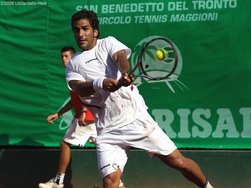 Maximo Gonzalez sul campo del Circolo Tennis Maggioni