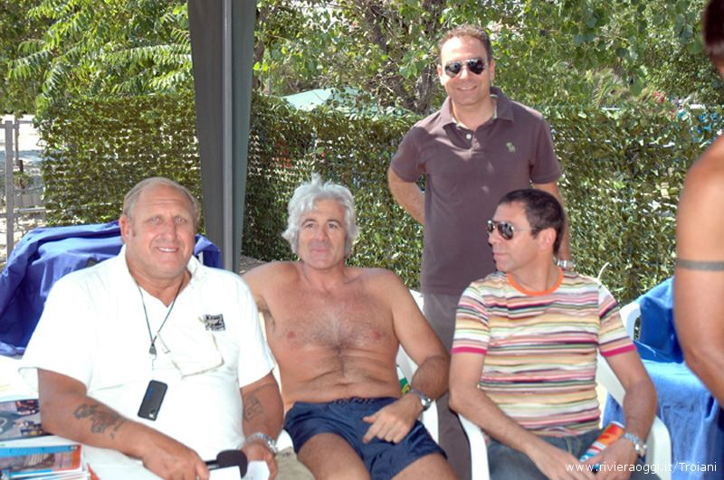 Pierluigi Camiscioni con l'ex capitano della nazionale di rugby Marzio Innocenti, e Alessandro Zocchi del Consorzio Turistico Riviera delle Palme