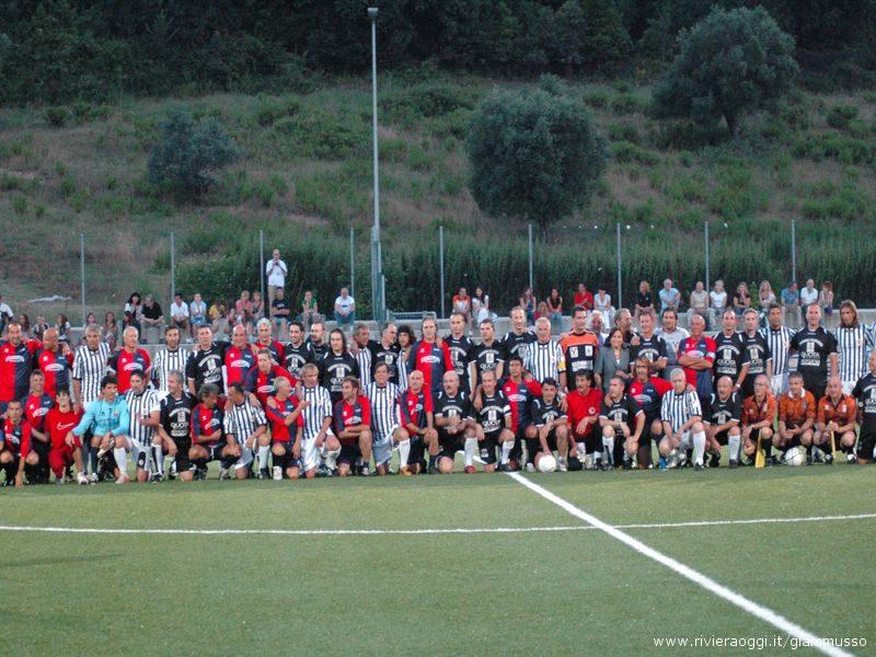 Foto di gruppo per le vecchie glorie di Samb e Ascoli