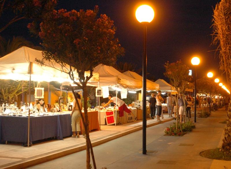 Riviera oggi mercatini estivi calendario e novit for Mercatini antiquariato oggi